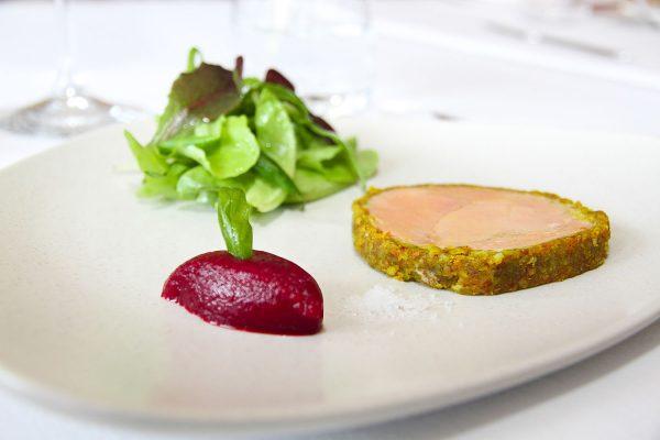 Entrée : Foie gras, épices douces, chutney de betterave