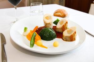 Plat : volaille farcie au foie gras
