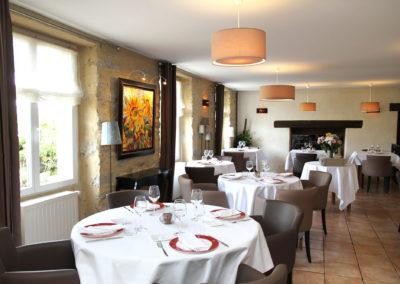 Salle du restaurant ambiance cosy et chaleureux à meucon