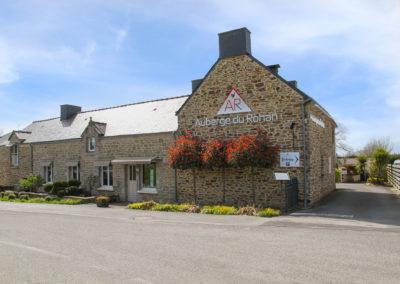 L'auberge du Rohan, restaurant en pierre le long de la route de Vannes