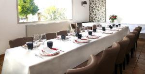 Salle restaurant en repas de groupe ou famille à meucon