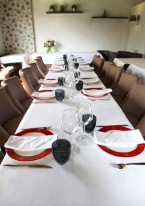 Grande table repas de séminaire à l'Auberge de Meucon